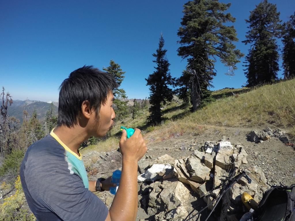 Jeffu su u Etni Dirty B i Tobias u ruksak stavili sapunicu za napuhavanje balona. Jeff je veselo rekao: Kad ti život da limune napravi limunadu :) Kasnije je toga dana sapunicu poklonio djeci na kampiranju i postao heroj :)