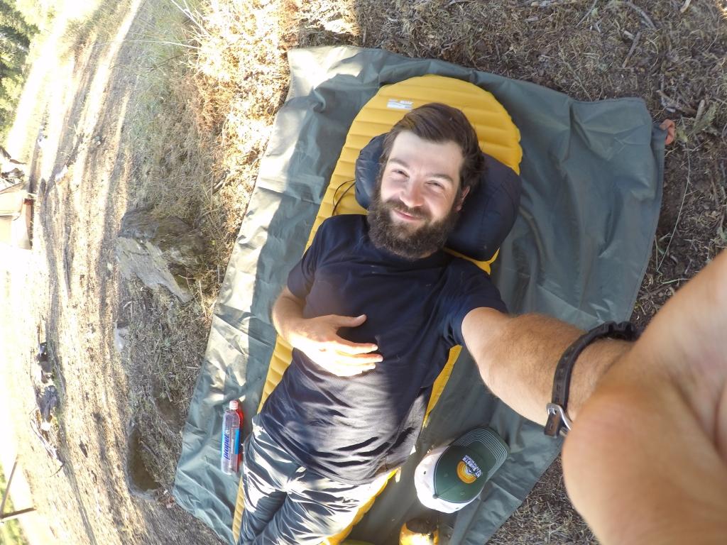 A ovako otprilike izgleda cowboy camping + vreća za spavanje.
