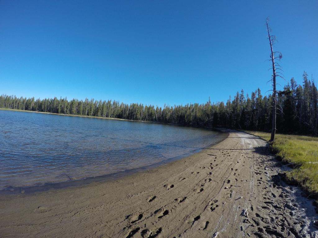 Jezero na kojem asm se želio okupati, ali je bilo toliko blatnjavo da sam u doticaju s vodom zaglibio u blato do koljena.