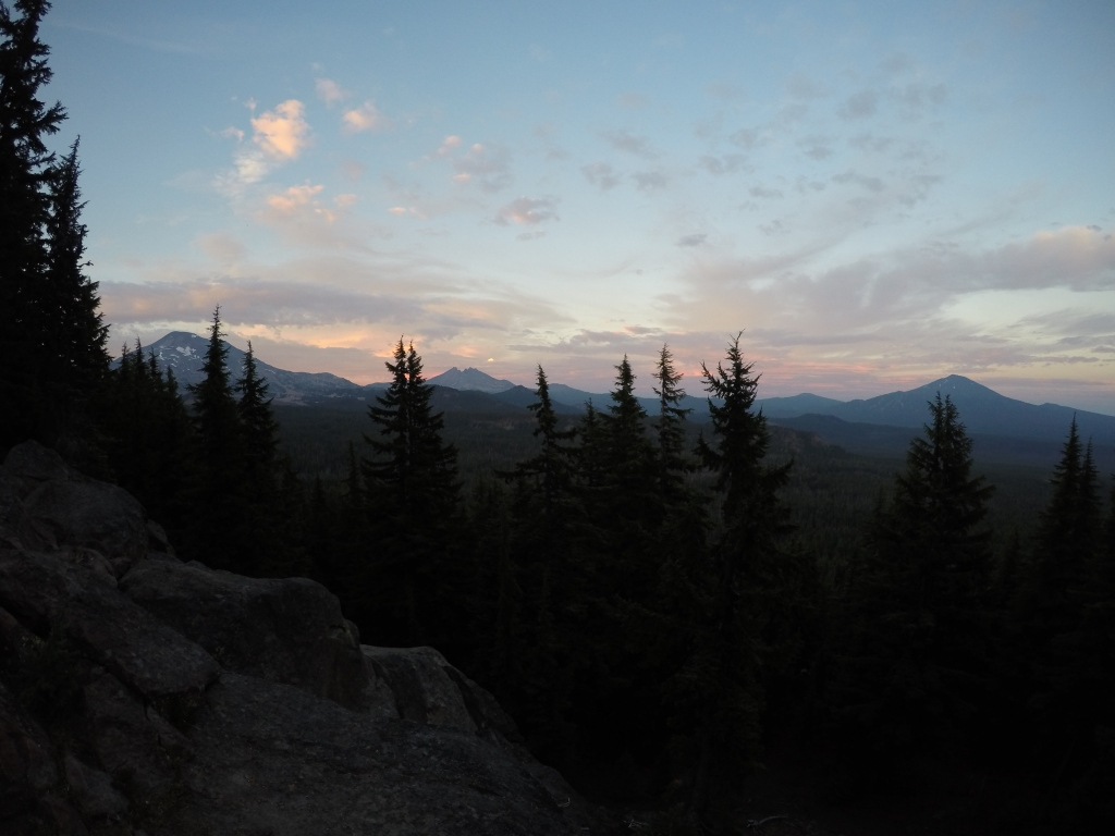 Pogled na Sisters wilderness u sami smiraj dana.