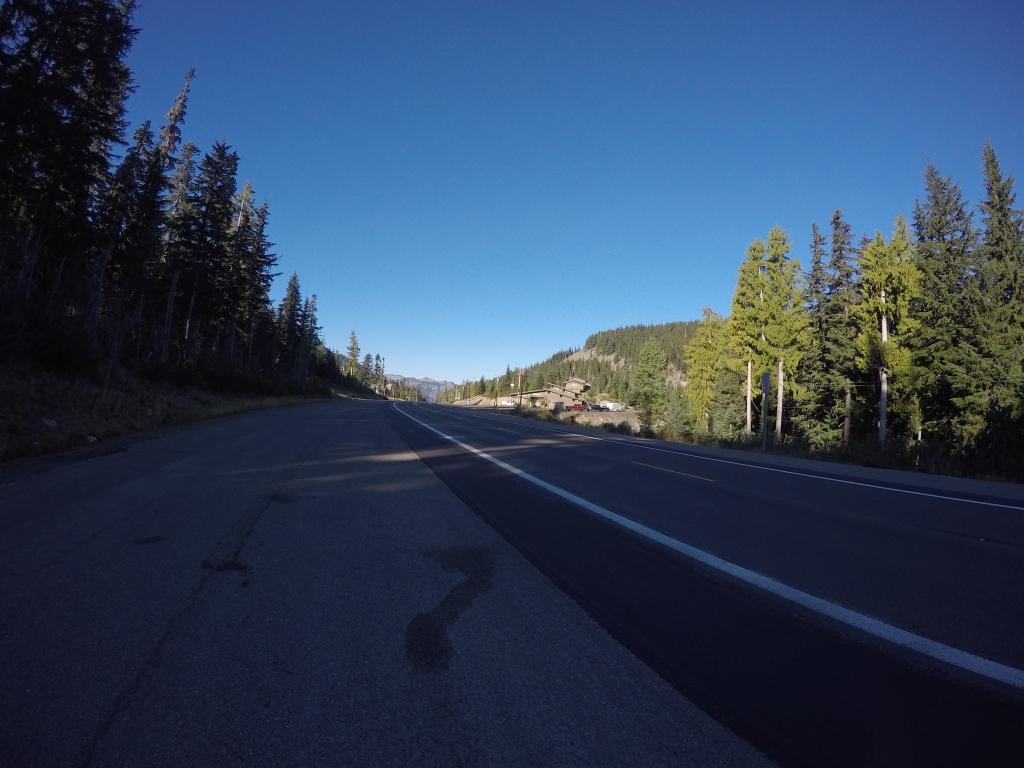 White Pass i Craker Barell Store su bili udaljeni pola milje prema zapadu.