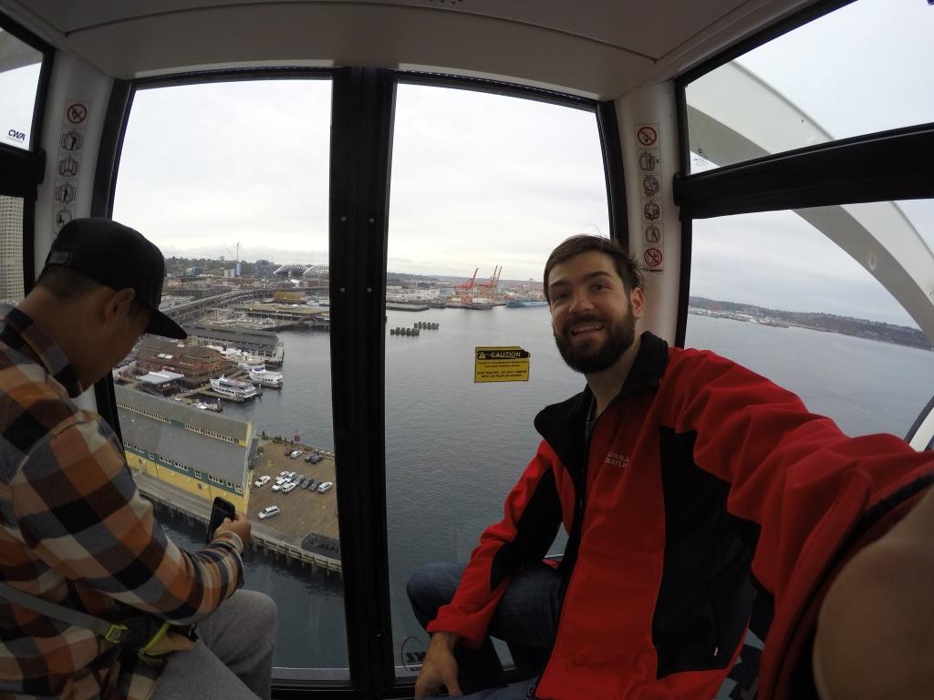 Seattle wheel s kojeg puca odličan pogled na grad.